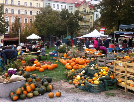 The farmers' market in Prague's Jiřího z Poděbrad Square: A new spirit reviving old traditions. Neighbourhood farmers' markets reopened in 2011 after the long break of Communist rule till 1989 and people getting more aware of healthy nutrition. In the foreground a stand of a bio farm close to Prague. Photo: GK
